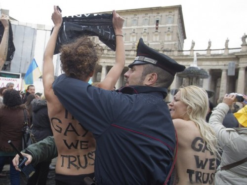vatican-gay-marriage_protest