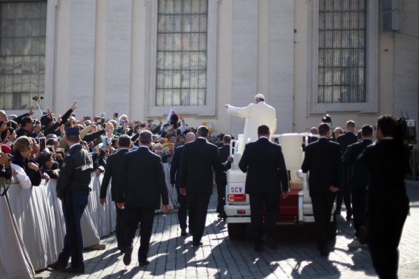 """VATICAN CITY, VATICAN - NOVEMBER 11: Pope Francis leaves St. Peter's Square after his weekly audience at The Vatican on November 11, 2015 in Vatican City, Vatican. During the event, the Pontiff continued his catechesis on the family, focussing on togetherness and solidarity which extends as """"a sign of God's universal love"""" . (Photo by Giulio Origlia/Getty Images)"""